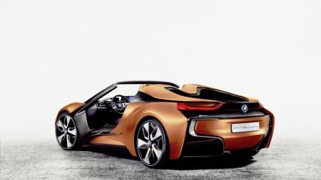 BMW naujienos CES parodoje – nuo milžiniškos įstrižainės ekranų iki lazerinių žibintų motociklams