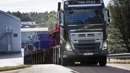 """Naujoji """"I-Shift"""" su palėtintomis pavaromis leidžia pajudėti iš vietos 325 tonų sąstatui"""