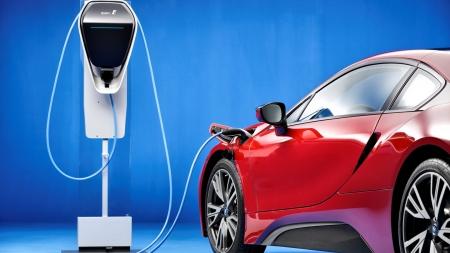 """Populiarusis BMW elektromobilis """"BMW i3"""" nuvažiuos iki 50 proc. toliau"""
