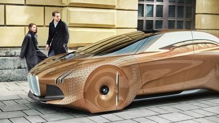 Trys BMW koncepciniai automobiliai atskleidžia koncerno ateities viziją