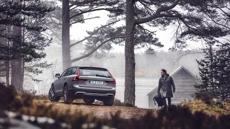 """""""Volvo Cars"""" pristatė nuotykiams pasiruošusį naująjį """"V90 Cross Country"""""""