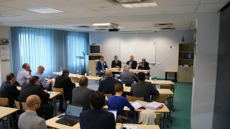 Susitikimo su draudikais metu diskutuota kaip sumažinti draudimo kainas