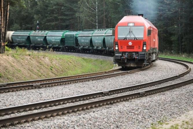 """AB """"Lietuvos geležinkeliai"""" vadovas pasirašė """"Rail Baltica"""" projekto viešųjų pirkimų sutartį"""